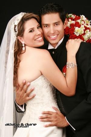 Sr. Hugo Israel Aldaba Luján y Srita. Diana López Rodríguez contrajeron matrimonio en la parroquia de La Sagrada Familia en sábado 26 de julio de 2008. <p> <i>Aldaba & Diane Fotografía</i>