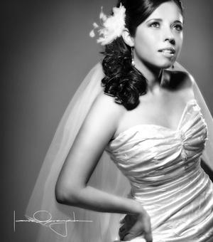 Srita. Jeanette Adriana Ramírez Muñoz el día que contrajo matrimonio con el Sr. Hebrián Efraín Ríos Arredondo.  <p> <i>Estudio Laura Grageda</i>