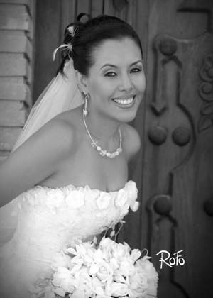 Srita. Karla Marcela Ortiz Aguayo, el día de su matrimonio con el Sr. Isidro Leonel Juárez Mendoza.  <p> <i>Rofo Fotografía</i>