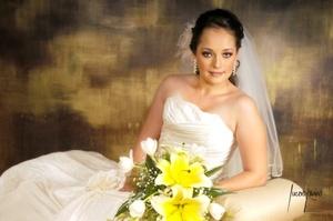 Srita. Lorena Galván Maycotte el día de su boda con el Sr. Rafael Carmona Hernández.  <p> <i>Estudio Lucero Kanno</i>