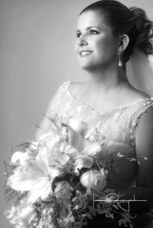 María Inés González-Treviño Herrera, el día que contrajo matrimonio religioso con el Sr. José Miguel Paolillo Tapia.  <p> <i>Estudio Laura Grageda</i>