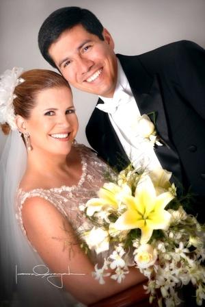 Sr. José Miguel Paolillo Tapia y Srita. María Inés González-Treviño Herrera contrajeron matrimonio en la parroquia Los Ángeles, el viernes 15 de agosto de 2008.  <p> <i>Estudio Laura Grageda</i>