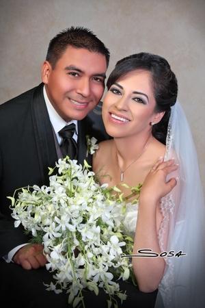 Sr. José Adalberto Bernal Millán y Srita. Liliana Vázquez del Río contrajeron matrimonio en la parroquia de La Sagrada Familia el sábado 26 de julio de 2008. <p> <i>Studio Sosa</i>