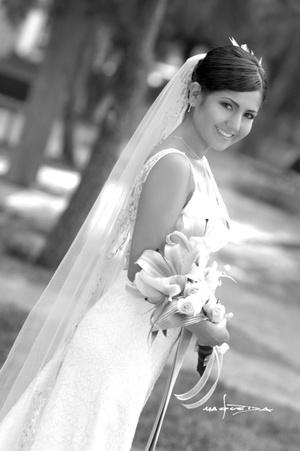 Srita. Mayela Saad Márquez, el día de su enlace matrimonial con el Sr. Alejandro Cortinas del Río.  <p> <i>Estudio Carlos Maqueda</i>