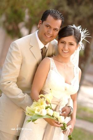Sr. Alejandro  Cortinas del Río y Srita. Mayela Saad Márquez y  unieron  sus vidas en sagrado matrimonio en la parroquia de San Pedro Apóstol, el sábado dos de agosto de 2008.  <p> <i>Estudio Carlos Maqueda</i>
