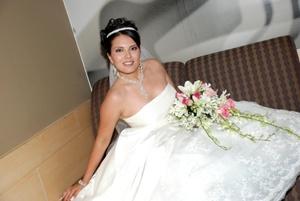 Srita. Gabriela Caraveo Holguín el día de su enlace matrimonial con el Sr. Jesús Raúl Solís Rocha.  <p> <i>Imagen Artística Fotografía</i>