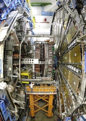 El aparato está diseñado para acelerar los protones a casi la velocidad de la luz, lo que le permitirá dar 11 mil vueltas por segundo alrededor del inmenso túnel.