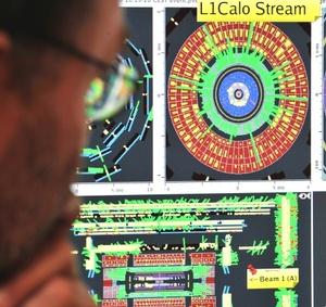 El descrito como el más grande experimento de la historia se produce pese a las objeciones de algunos escépticos que temen que las colisiones de protones pongan en peligro el planeta.