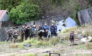 Valery Tivunov, funcionario de emergencias en Perm, dijo a la TV que el avión cayó sobre unas vías férreas, a unos metros de un edificio de apartamentos. No hubo lesionados en tierra.