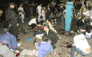 La primera explosión se dio poco después de las 23:00 horas del 15 de septiembre, en los jardines de la plaza Melchor Ocampo, ubicada junto a la catedral y frente al Palacio de Gobierno, en los momentos en que el gobernador gritaba las vivas a la Patria.