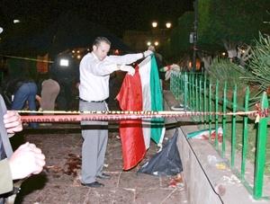 """La Plaza Melchor Ocampo, donde estalló uno de esos artefactos, desde lo lejos, se ve como una """"zona de guerra"""" fuertemente resguardada por el Ejército Mexicano, que llegó 10 minutos después de las explosiones."""