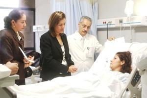 La esposa del presidente Felipe Calderón, Margarita Zavala, viajó  a Michoacán, para entrevistarse con los heridos y los deudos de quienes perdieron la vida.