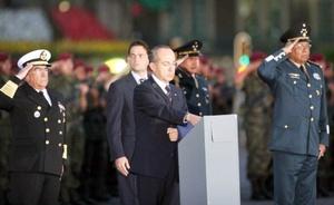 Calderón Hinojosa fue recibido con honores y después se entonó el llamado toque de silencio para concluir con el Himno Nacional.
