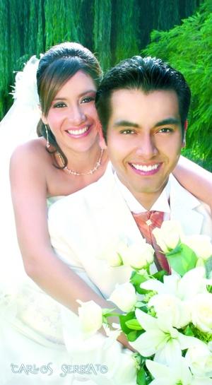Ing. Jorge Ignacio Facio Mesta y Lic. Denisse Torres López unieron sus vidas en sagrado matrimonio en la parroquia del Sagrado Corazón, el sábado 23 de agosto de 2008.  <p> <i>Carlos Serrato Fotografía</i>