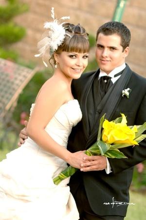 Srita. Bárbara Rendón Mata y el Sr. Pedro Garza Izaguirre contrajeron matrimonio por lo civil  el viernes 15 de agosto de 2008.  <p> <i>Estudio Carlos Maqueda</i>