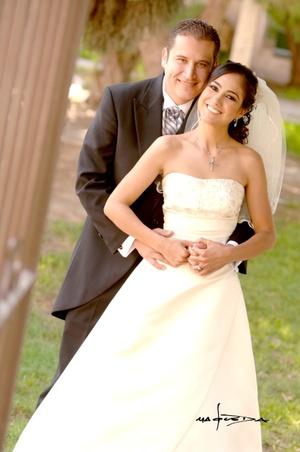 Sr. Ulises Romero Bacópulos y Srita. Laura Alicia Medina Espino contrajeron matrimonio en la parroquia Los Ángeles el sábado seis de septiembre de 2008.  <p> <i>Estudio Carlos Maqueda</i>
