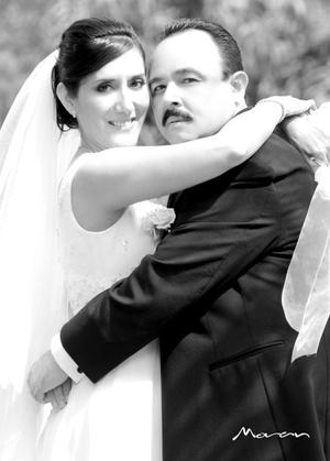 Sr. Miguel Ángel Ramírez Ibarra y Srita. María Inés Vega Frías unieron sus vidas en sagrado matrimonio en la parroquia de San José, en Lerdo, Dgo., el sábado 13 de septiembre de 2008.  <p> <i>Estudio Moran</i>