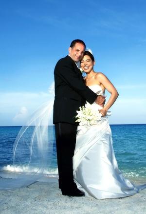 Sr. Giuseppe Scarlato y Lic. Ilse Aguilera unieron sus vidas en sagrado matrimonio en la parroquia del Cristo Resucitado el sábado 23 de agosto de 2008.