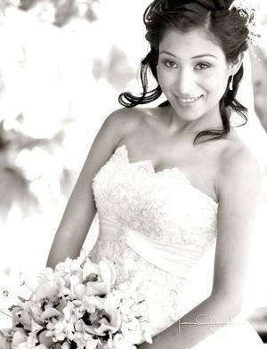Lic. Vania Lizbeth Dévora Bonilla el día que unió su vida en matrimonio con el Mtro. Charles Pascal Bernard Massinon Lesage.  <p> <i>Estudio Laura Grageda</i>