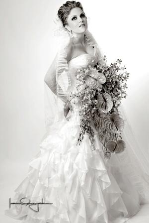 Lic. Verónica Edith Esqueda Tello el día de su enlace matrimonial con el Ing. Héctor Manuel Ramírez Berumen.  <p> <i>Estudio Laura Grageda</i>