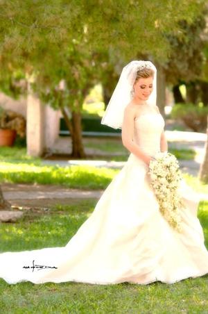 M. Tania Leyva Sánchez el día que unió su vida en sagrado matrimonio a la del Lic. José Francisco Aceves Coronado. <p> <i>Estudio Carlos Maqueda</i>