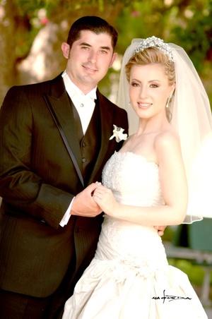 Lic. José Francisco Aceves Coronado y M. Tania Leyva Sánchez unieron sus vidas en sagrado matrimonio en la parroquia de San José Apóstol el sábado 13 de septiembre de 2008.  <p> <i>Estudio Carlos Maqueda</i>
