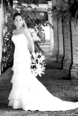 Srita. Brenda Estela Mendoza Ramírez el día de su boda religiosa con el Sr. Andrés Sánchez Maltos.  <p> <i>Fotografía Morán</i>
