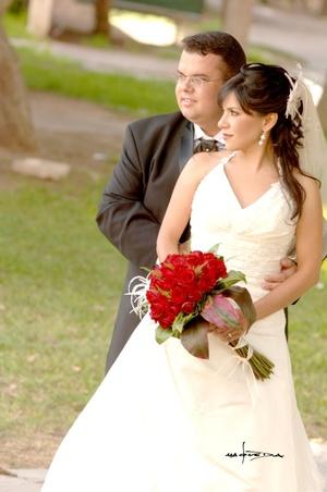 Sr. Luis Fernando Jáuregui Arras y Srita. Carolina Ramírez Ponce contrajeron matrimonio por lo civil el sábado seis de septiembre de 2008.  <p> <i>Estudio Carlos Maqueda</i>