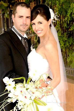 Sr. Mathieu Courtois y Srita. Diana Clamont Solís contrajeron matrimonio en la parroquia Los Ángeles, el pasado sábado seis de septiembre de 2008.  <p> <i>Estudio Laura Grageda</i>