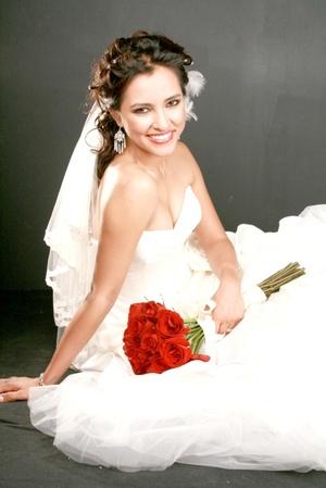 Srita. Mónica Cynthia Castro García unió su vida en matrimonio a la del Sr. Érick González Guerrero. <P> <I>Aldaba & Diane Fotografía</I>