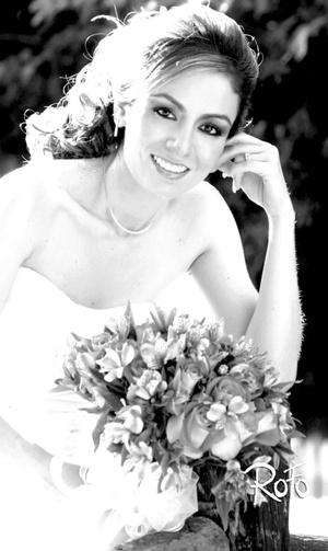 Srita. Nadia Lizeth Jaramillo Ochoa el día de su boda con el Sr. Carlos Alberto Ortiz Magallanes.  <p> <i>Rofo Fotografía</i>