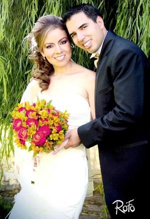 Sr. Carlos Alberto Ortiz Magallanes y Srita. Nadia Lizeth Jaramillo Ochoa contrajeron matrimonio en la parroquia de La Encarnación el sábado 16 de agosto de 2008.  <p> <i>Rofo Fotografía</i>