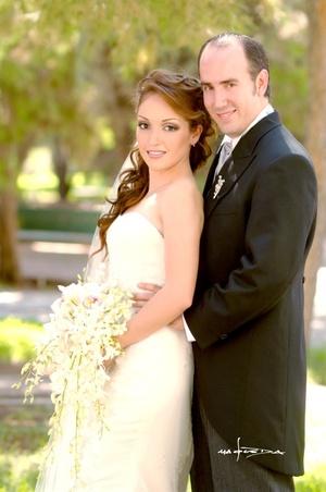 Sr. Diego de la Peña Gómez y Srita. Sofía Gómez Martínez unieron sus vidas en sagrado matrimonio en la parroquia de San Pedro Apóstol el sábado 23 de agosto de 2008.  <p> <i>Estudio Carlos Maqueda</i>