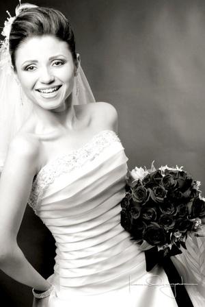Srita. Vicky Balderas Salinas, el día que unió su vida en matrimonio a la del Sr. Abelardo Rodríguez Sifuentes. <p> <i>Estudio Laura Grageda</i>