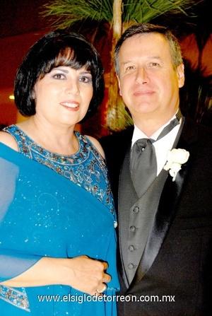 02102008 Cruz Elena Argüello de Gajón y Fermín Gajón Elydd, papás de la novia