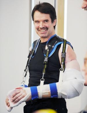 La intervención quirúrgica en la Clínica Médica de Munchen duró alrededor de 15 horas y para ello fue necesario realizar múltiples trasplantes de piel.