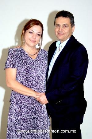05102008 Lourdes de González, festejó sus 50 años de vida en compañía de su esposo Óscar