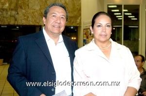 05102008 Luis Adrián Vázquez Rodríguez y Adriana de Vázquez.