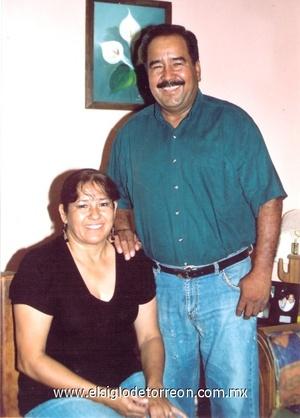 05102008 M.V.Z. Valentino Torres Ramírez y Sra. María de Jesús Salazar de Torres festejarán sus Bodas de Perla por sus 30 años de casados