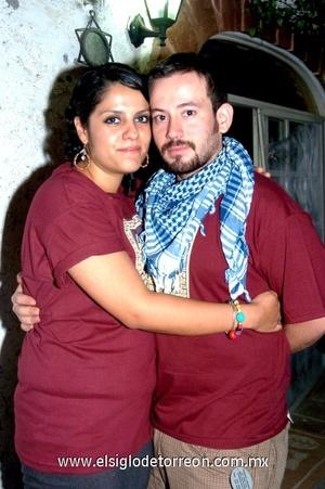 06102008 Karla Lam Haces Gil y su novio Alan Calderón.
