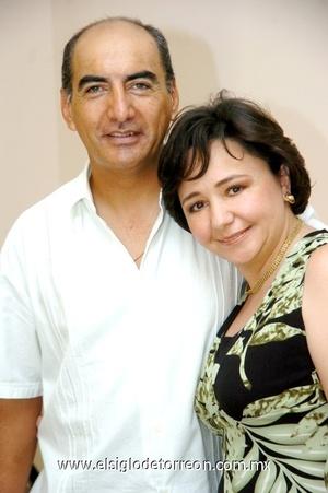 07102008 José Juan Hernández Cerceda y Ruth Aguirre de Hernández festejaron recientemente sus 18 años de casados.