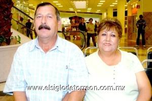 08102008 Mario Gómez y Leticia de Gómez