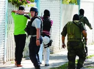 La balacera prosiguió por otros puntos del sur de la ciudad, el Barrio Tierra Blanca y el fraccionamiento Loma Bonita, en este último dos elementos de la DEI resultaron gravemente heridos.