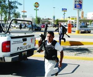 Esto derivó en una balacera que se prolongó frente al CBTIS 130, ubicado en el bulevar Instituto Politécnico Nacional (IPN), ahí resultaron heridos dos agentes de la DEI.