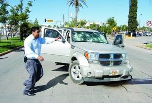 Enfrentamientos entre un grupo de presuntos narcotraficantes y elementos de la Dirección Estatal de Investigación (DEI), ocurridos durante la mañana de ayer martes, dejaron como saldo un muerto y cuatro agentes de esa corporación estatal heridos.