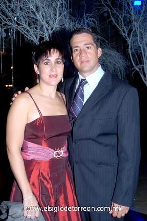 12102008 Estrella de Villarreal y Miguel Villarreal.