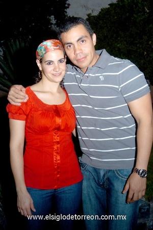 16102008 Hanan Jalil junto al cumpleañero