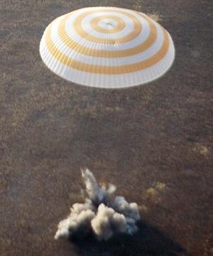 Garriot es miembro de la mesa directiva e inversionista en Space Adventures, la compañía estadounidense que ha contratado vuelos a bordo de naves espaciales rusas para otros cinco millonarios, entre ellos el primer turista espacial, Dennis Tito.
