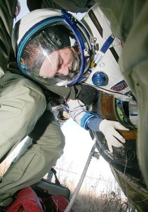 Garriott fue recibido por su padre, Owen Garriott, un astronauta retirado de la NASA quien voló a la estación espacial estadounidense Skylab en 1973.