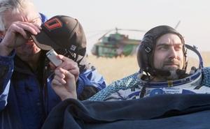 Fue un gran viaje, dijo Garriott. Sentado en una silla y envuelto en una frazada azul para protegerse de las heladas temperaturas de la estepa kazaja, el estadounidense sonreía ampliamente.